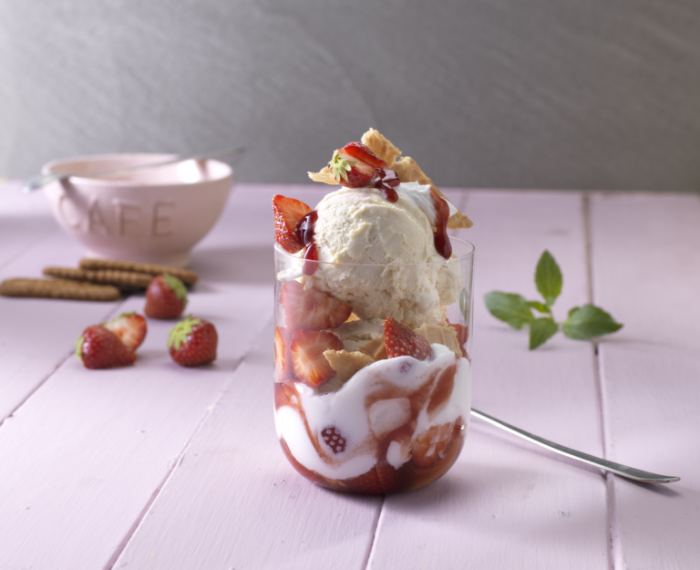 Icestyling with strawberries in a glas